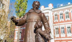 Памятник поэту и писателю