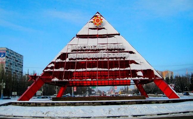 Памятник Пирамида Воронеж: зимнее фото