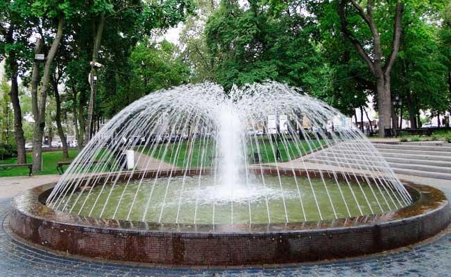 Петровский сквер, фонтан