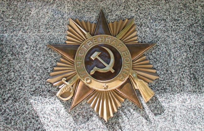 Орден Отечественной войны на братской могиле №13 в Воронеже