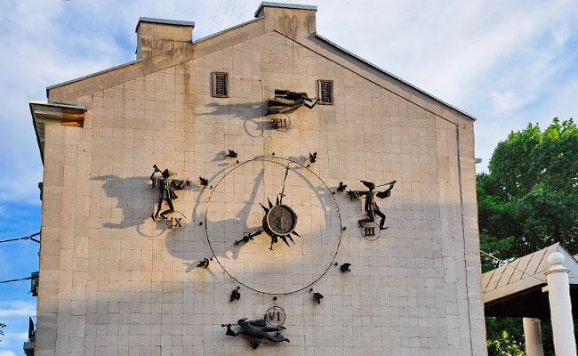 Часы на театре кукол Шут (Воронеж)