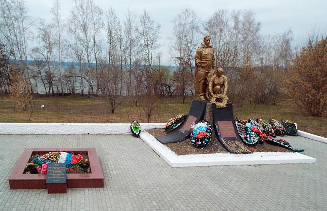 Мемориал Братская могила №12 на Отроженском острове