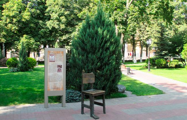 Памятник Лечебный стул 0001 Воронеж