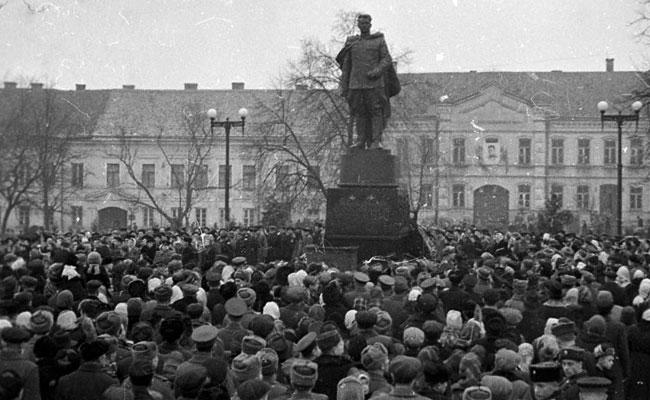 Памятник И.Д. Черняховскому, Вильнюс