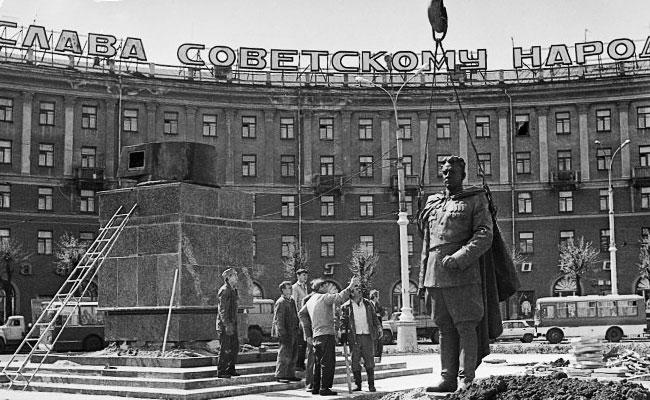 Памятник Черняховскому в Воронеже: установка