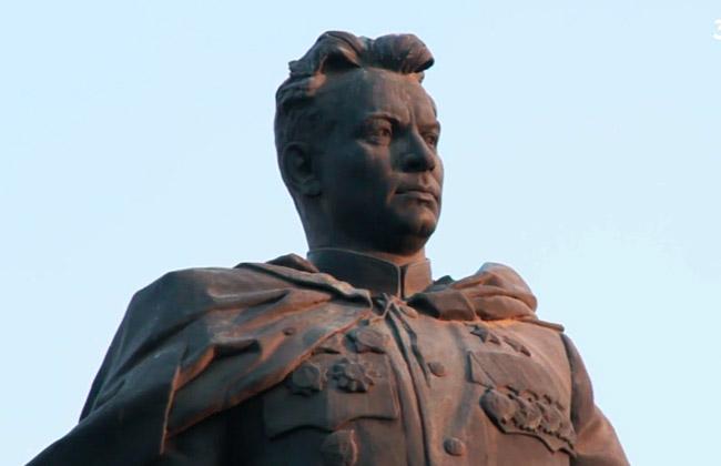 Памятник Черняховскому (Воронеж), фото
