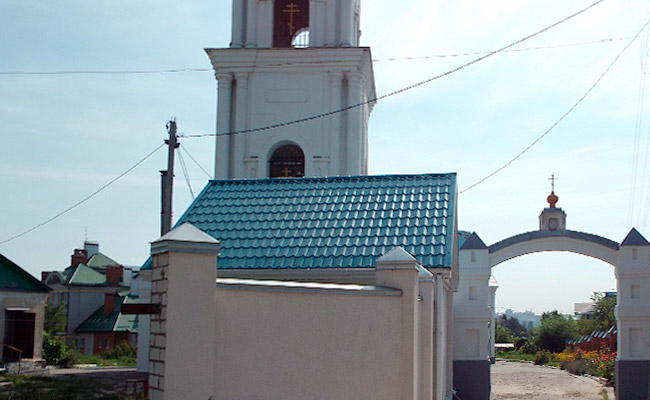 Тихвино-Онуфриевская церковь, ворота