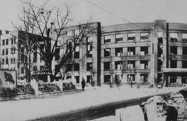 Разрушенное здание Управления ЮВЖД в Воронеже, военное фото