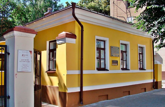 Фасад дома-музея Никитина в Воронеже