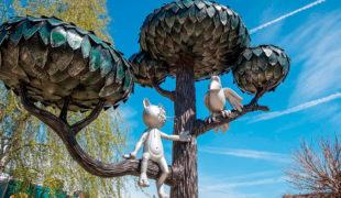Городская скульптура: котенок с улицы Лизюкова