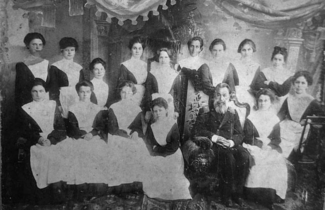 Выпускницы Воронежской женской Мариинской гимназии, фото 1904 г.
