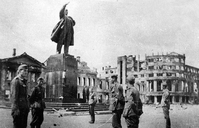 Памятник Ленину (Воронеж) - виселица в годы немецко-фашистской оккупации