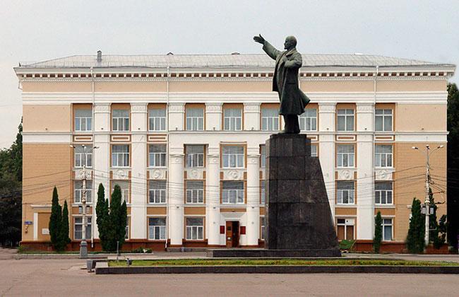 Памятник Ленину на площади Ленина в Воронеже
