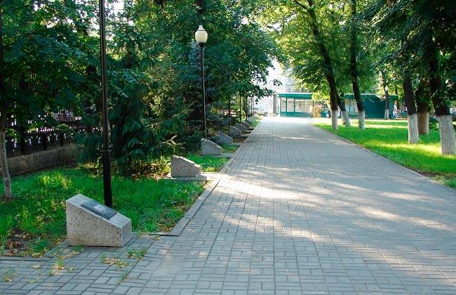 Аллея памяти Чернобыльской аварии в Первомайском саду